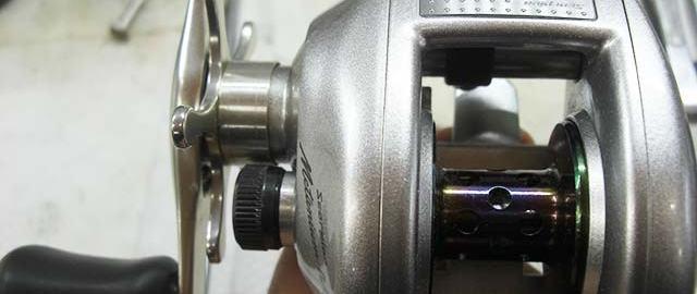 シマノ 00 銀メタニウム 左写真