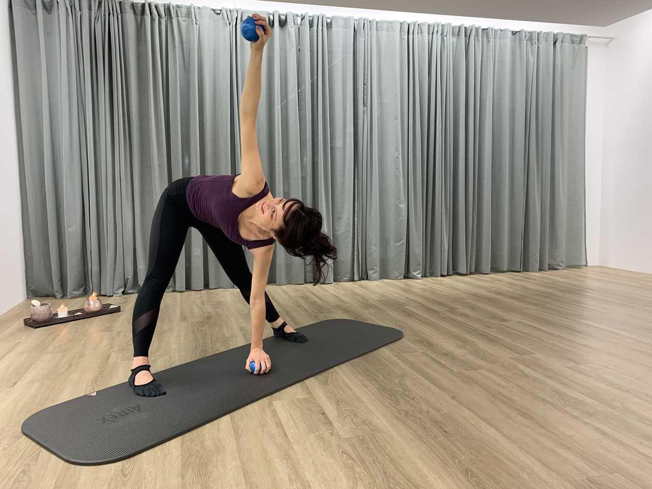 Yogalates mit Gewichtsball