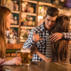 5 Signs You Are In A Relationship With A Cheater Who Take You Like A Fool
