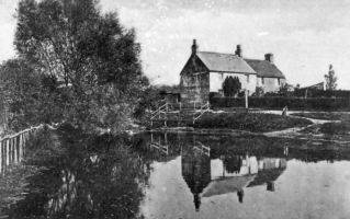 Sidley Pond & Pond Head Cottages c1910