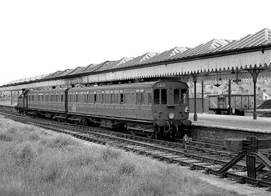 BW-022 – 'Pull-and-push' unit No. 660, hauled by an H Class 0-4-4T, awaits departure for Crowhurst from platform 2 at Bexhill West in the 1950s.