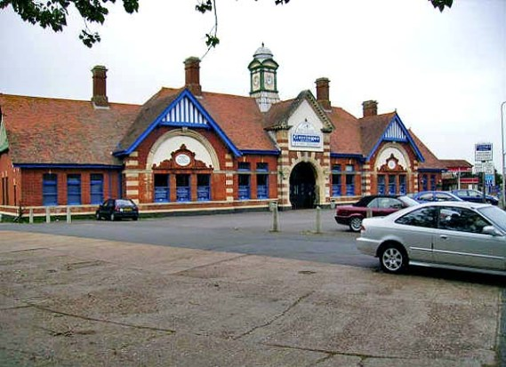 BW-076 - Bexhill West station forecourt in May 2007.