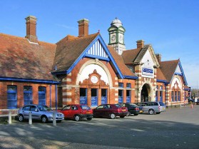 BW-081 - Bexhill West station forecourt in October 2007.