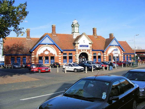 BW-085 - Bexhill West station forecourt seen from the south side of Terminus Road in October 2007.