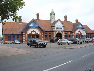 BW-095 - Bexhill West station forecourt in July 2008.