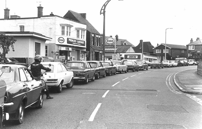 1979, the queue of vehicles