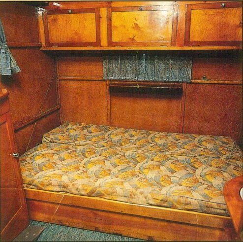 RU-008 – Russell's Dunn motor home interior back bed