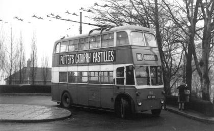 810 BDY800 service 8 to city @ Duckworth Lane 24-11-1962