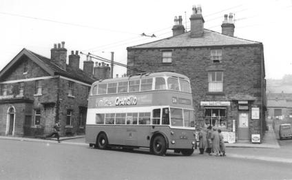 813 BDY803 service 24 to city centre @ Crossfletts 21-5-1960