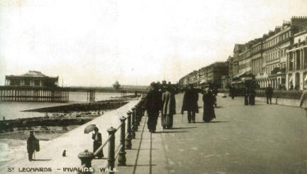 St Leonard's parade & pier, invalids walk looking west c1910