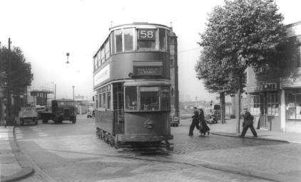 118 route 58 to Victoria @ Blackwall Tnl s entrance, post-war