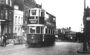 139 route 11 Moorgate-Highgate, pre-war side view