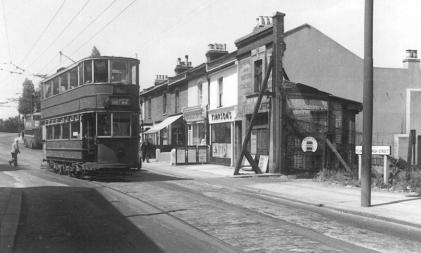 335 serv to Abbey Wood in Plumstead High St 5-7-1952
