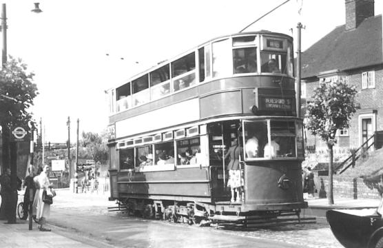 98 route 46 to Beresford Sq @ Well Hall 28-6-1952