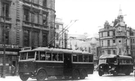 Trolley 54 with M&D bus, Memorial