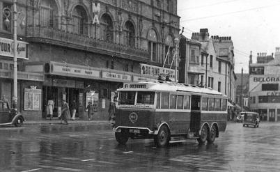 Trolley 60 on serv 2 circular westwards @ Cinema de Luxe, wartime livery