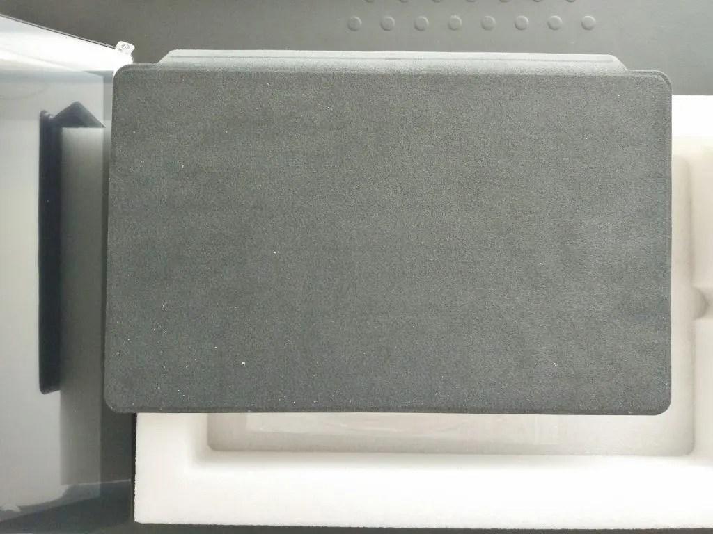 キーボード裏面 Surfaceタイプカバーの素材と同じみたい