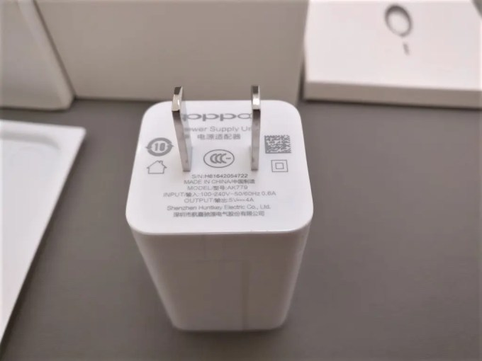 OPPO R9 付属品 USBアダプタ5V4A