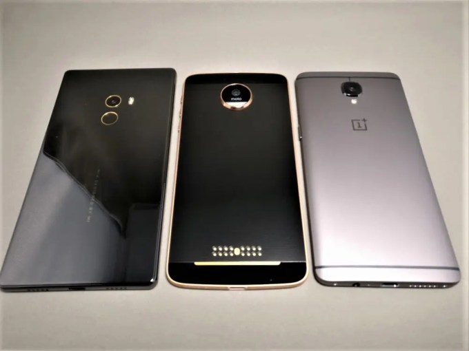 OnePlus 3T Xiaomi Mi MIX・Motorola Moto Z 平置き 斜めから