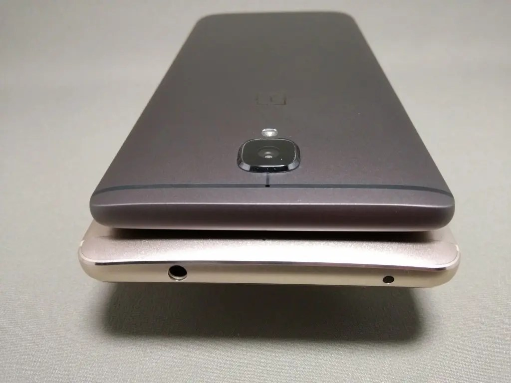 OnePlus 3TとHuawei Mate9を並べて撮影 裏面 カメラ部分 上OnePlus3Tのみ