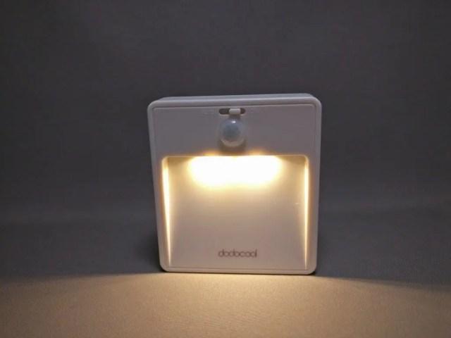 dodocool LEDナイトライト明暗&人感センサー 点灯 正面