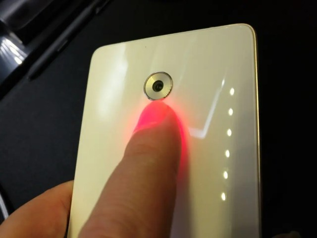 Lenovo ZUK Z2 Pro U Health ヘルスアプリ ハートレート 心拍計測中PICT
