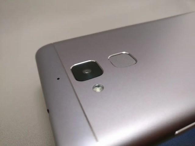 ASUS Zenfone Max 3 裏 カメラ