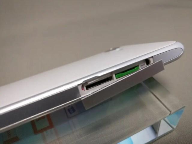 シャープ AQUOS SERIE mini SHV38 側面 SIMスロット 開ける