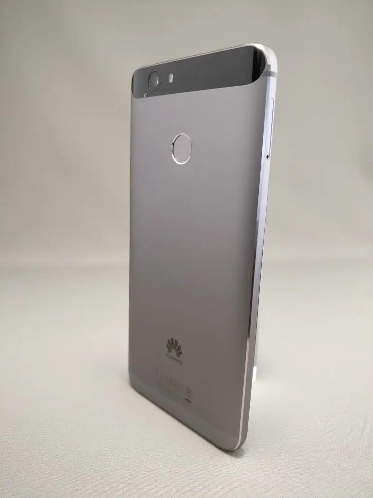Huawei Nova 裏 4