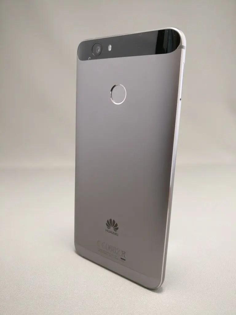 Huawei Nova 裏 5