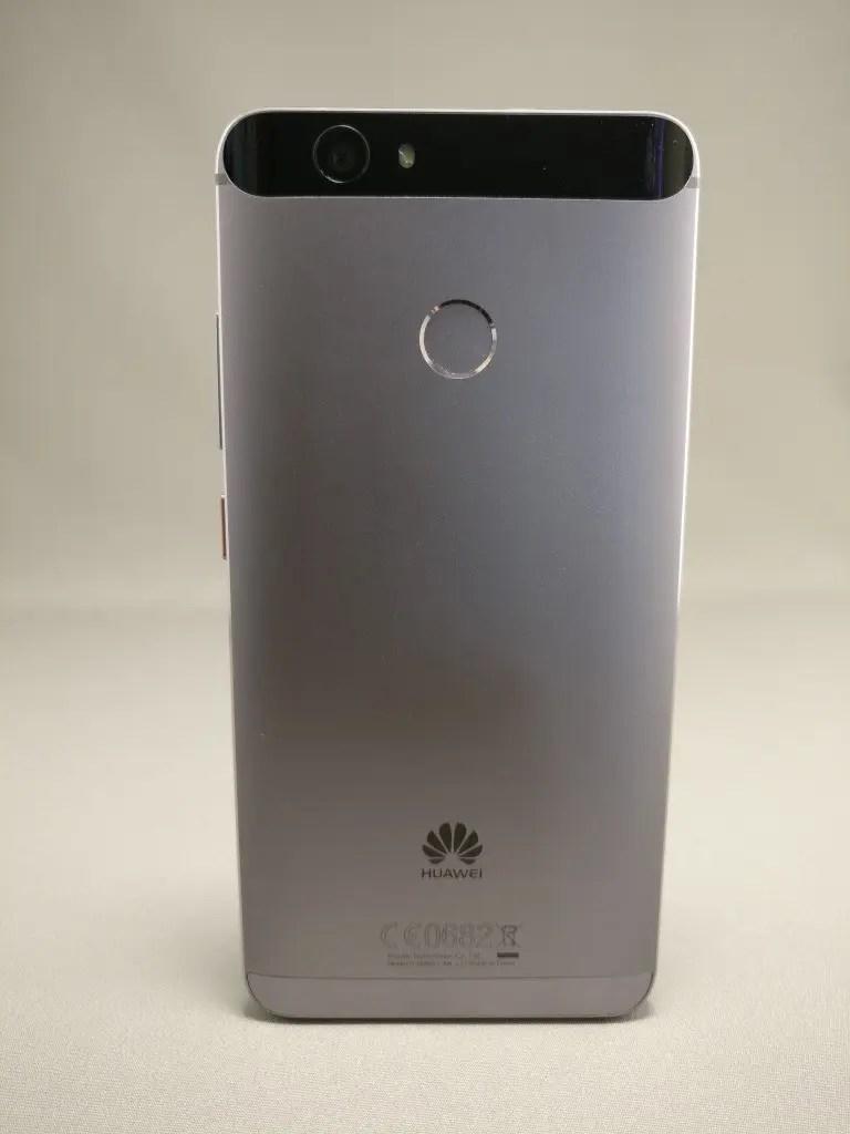 Huawei Nova 裏 8