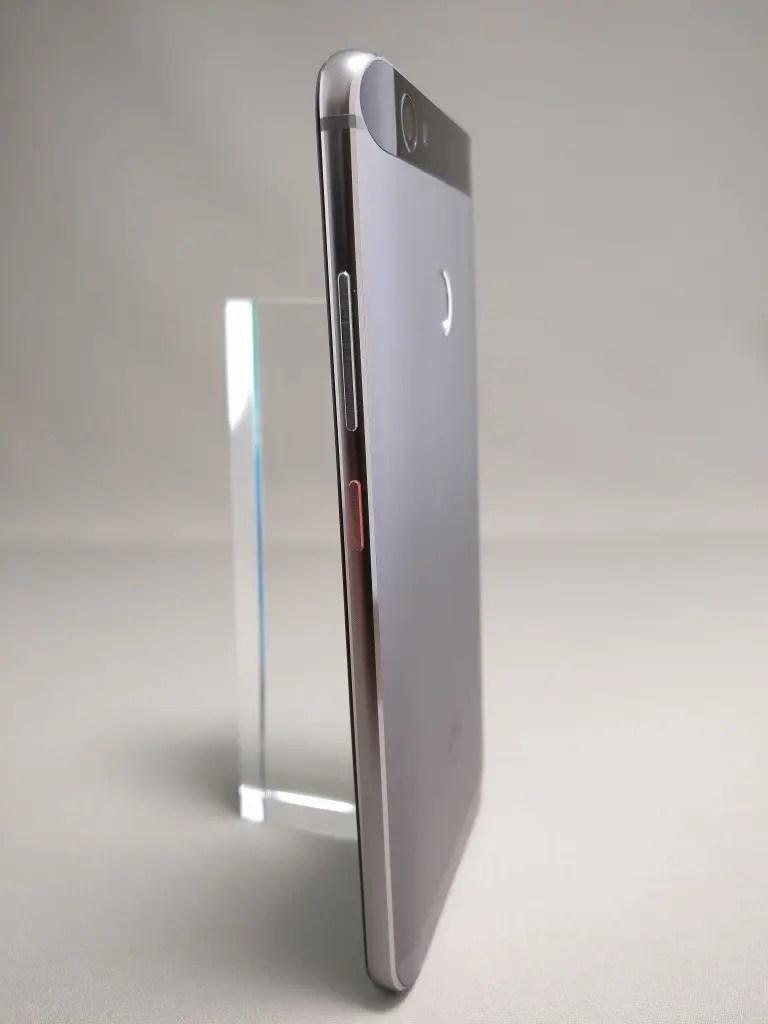 Huawei Nova 裏 14