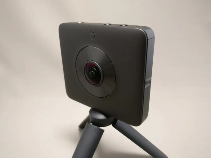 Xiaomi mijia 3.5K Panorama Action Camera スタンド横