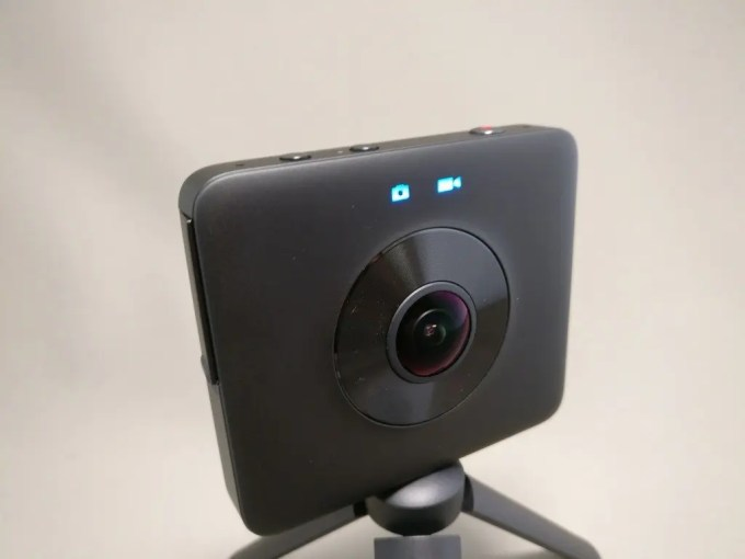 Xiaomi mijia 3.5K Panorama Action Camera 起動