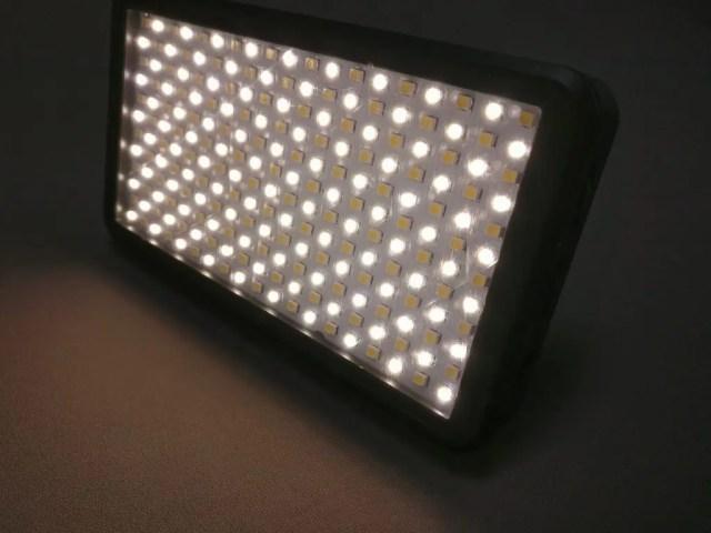 Andoer LEDビデオライト 暖色系