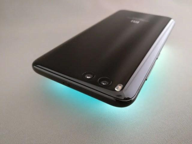 Xiaomi Mi6 ライトアップ 上ななめ