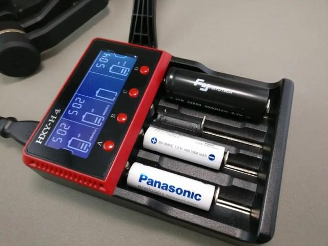 バッテリーチャージャーで充電 ズーム