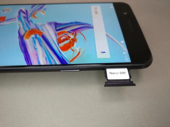 OnePlus5 SIMスロット