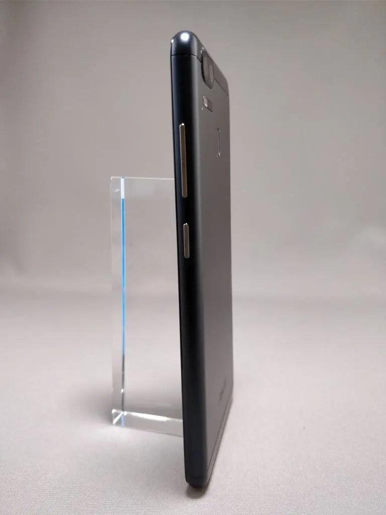 ASUS Zenfone Zoom S 裏1
