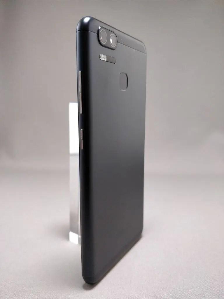 ASUS Zenfone Zoom S 裏3