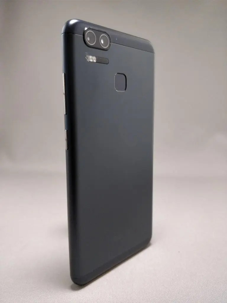 ASUS Zenfone Zoom S 裏4