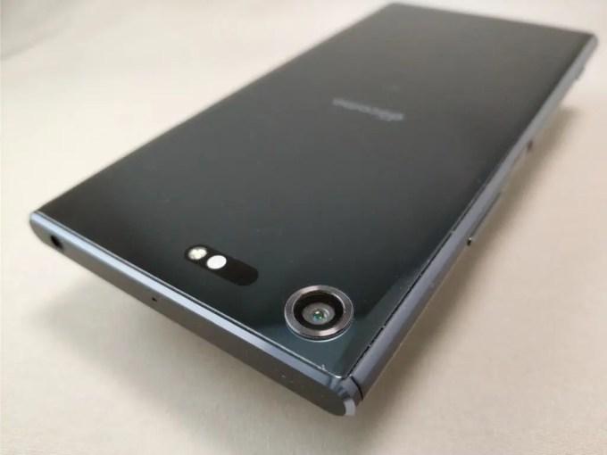 Xperia XZ Premium  裏 カメラ 斜め