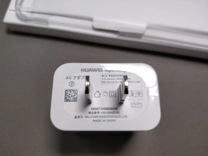 Huawei P10 Plus 化粧箱 付属品 USBアダプタ