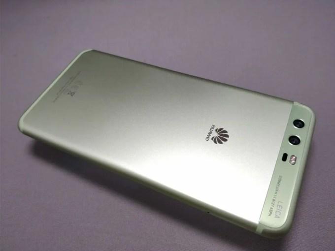 Huawei P10 Plus 裏 斜め下