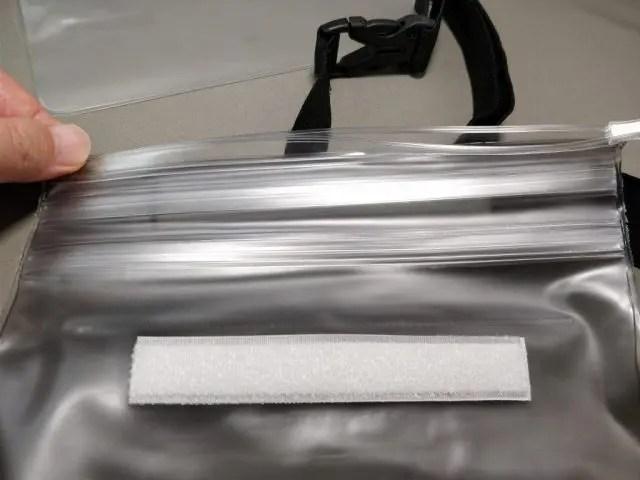 AUKEY 防水ポーチ ケース ブラックと透明 PC-T12 防水チャック締める