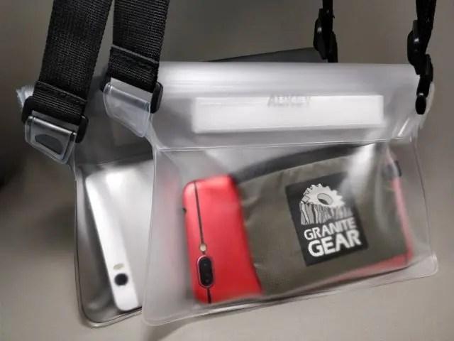 AUKEY 防水ポーチ ケース ブラックと透明 PC-T12 スマホと財布