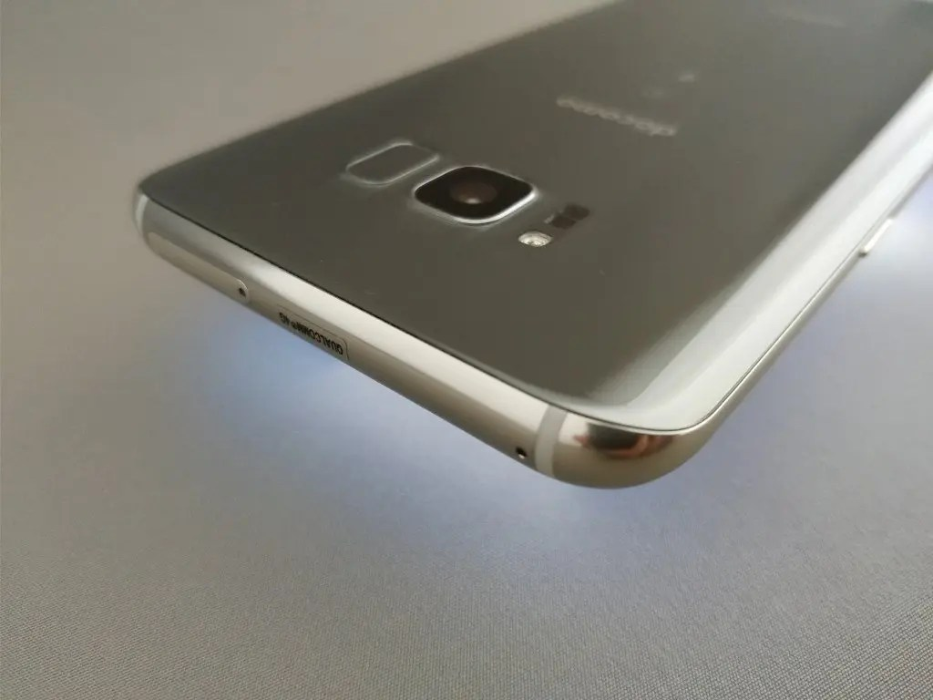 Galaxy S8+ 側面上