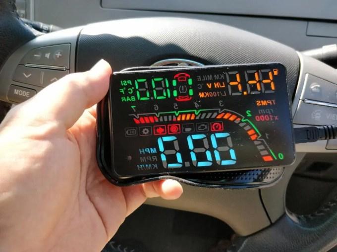 KKmoon カーHUDヘッドアップディスプレイ 空気圧 本体 起動2