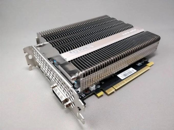 Palit GeForce GTX 1050 Ti KalmX  寝かせ斜め