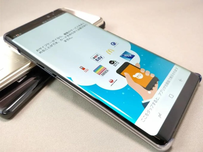 Galaxy note 8 専用透明ハードケース装着